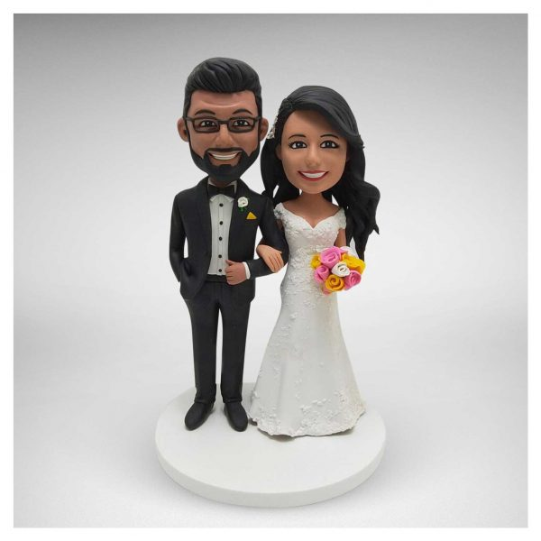 Arm-in-Arm-wedding-cake-topper